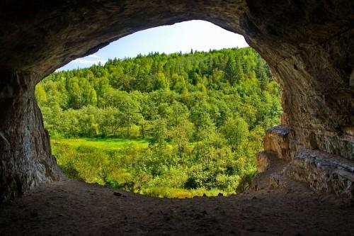 Вид из Игнатьевской пещеры. Пещера Царя.